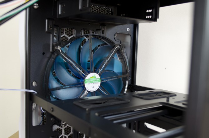 AeroCool Strike X Cube Interior front fan_1