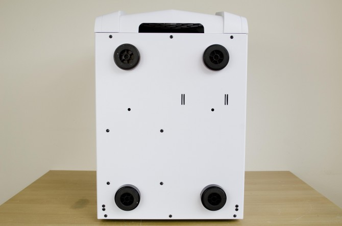 AeroCool Strike X Cube exterior feet