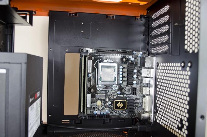 BitFenix Prodigy M Color interior mono tray