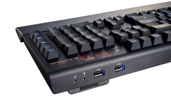 Image of Tt eSPORTS POSEIDON Z Forged USB ports