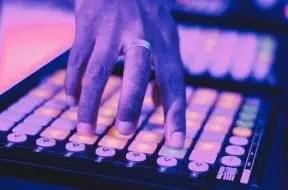 Feature-DJ