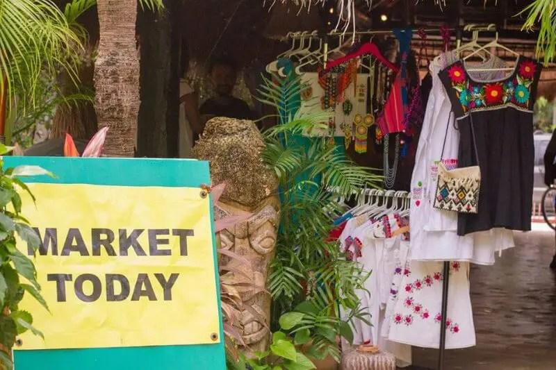 Kava Kasa market selling clothes in Playa del Carmen