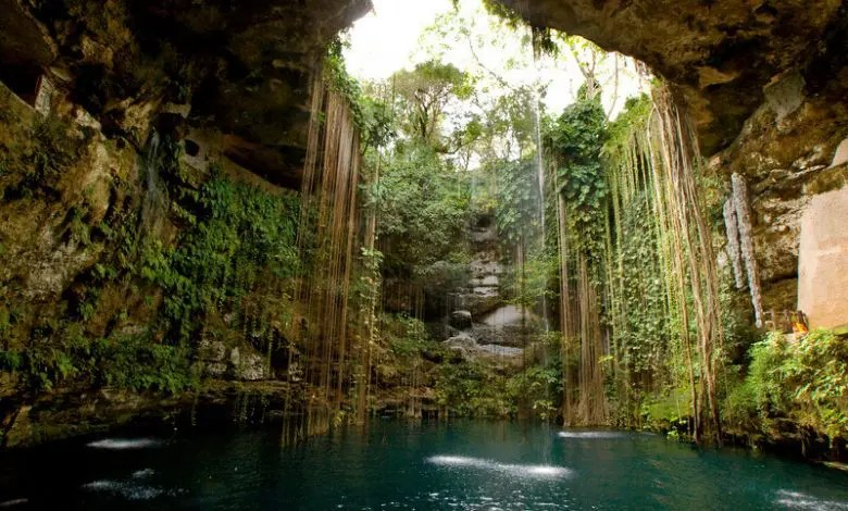 sacred-cenote-of-chichc3a9n-itzc3a1