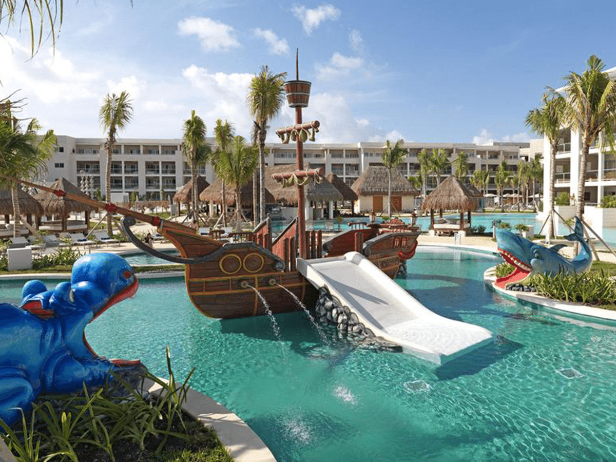 The 6 best hotels with waterslides in playa del carmen for Best hotel swimming pools for kids