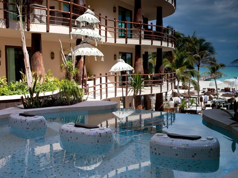 El Taj Oceanfront Aqua Spa