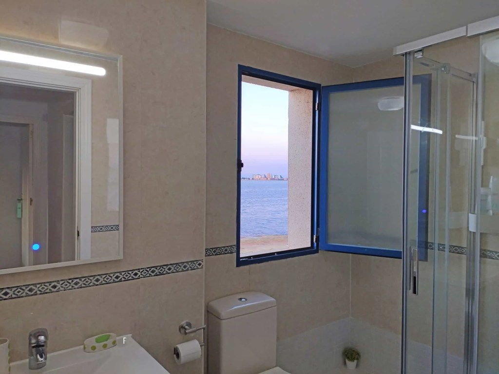 Bathroom with views over the Mar Menor