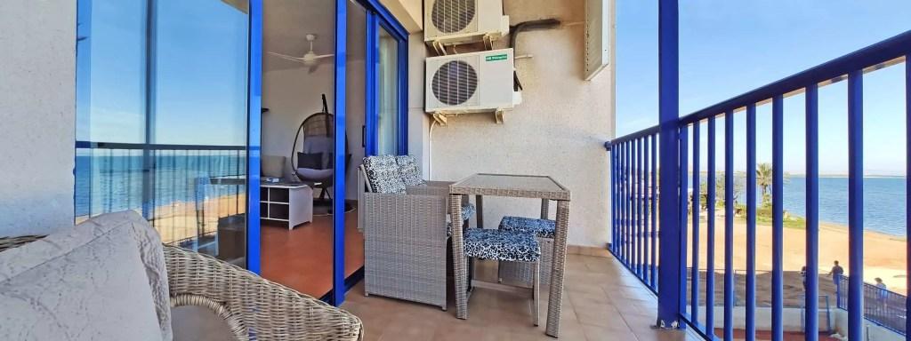 Disfruta la vida y las vistas desde el balcón