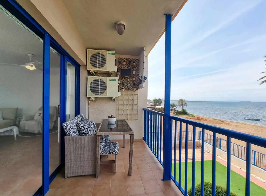 Vistas al mar desde el balcón y sala de estar