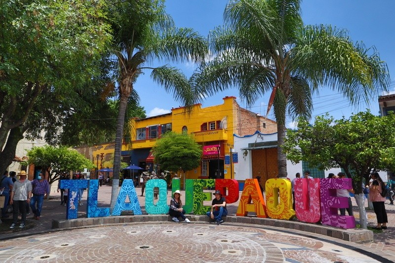 Tlaquepaque letters on Calle Independencia