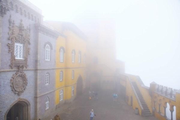 濃霧で廻りがほとんど見えない