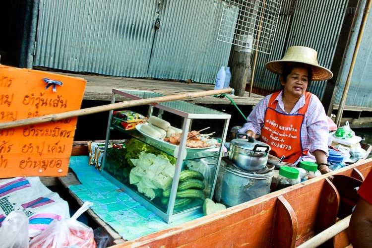 The Floating Market in Thailand 9