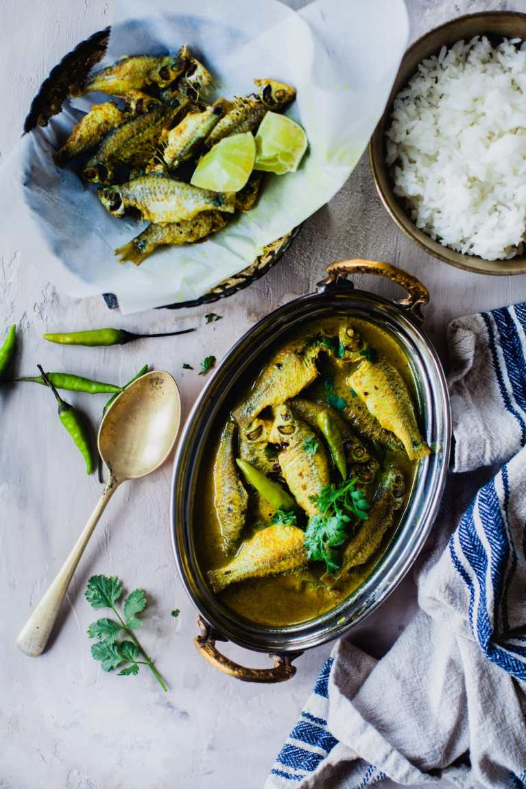 Puti Maach Er Tok (Small Fresh Water Fish in Tangy Stew) | Playful Cooking