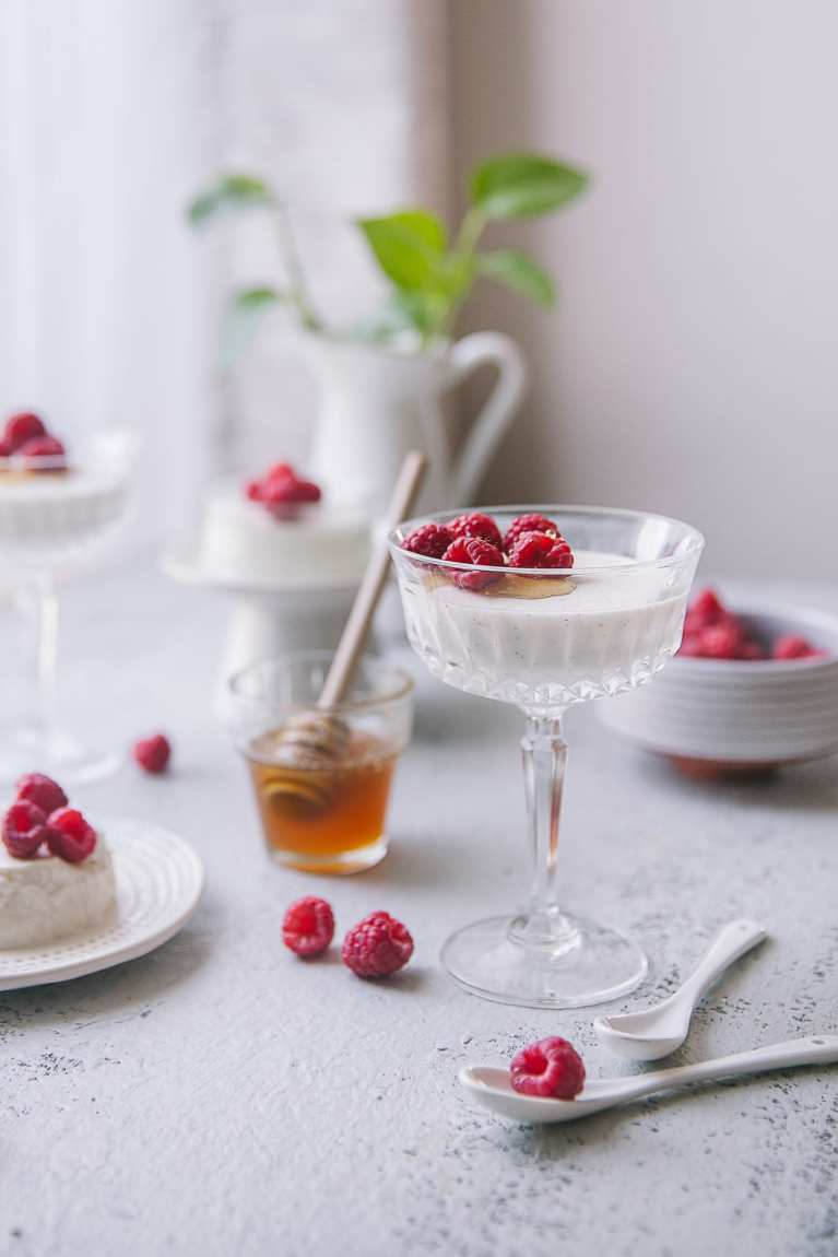 Smooth to the palate with a melt-in-mouth feel, Yogurt Honey Panna Cotta is great for any occasions! (PLAYFUL COOKING) #honey #yogurt #pannacotta
