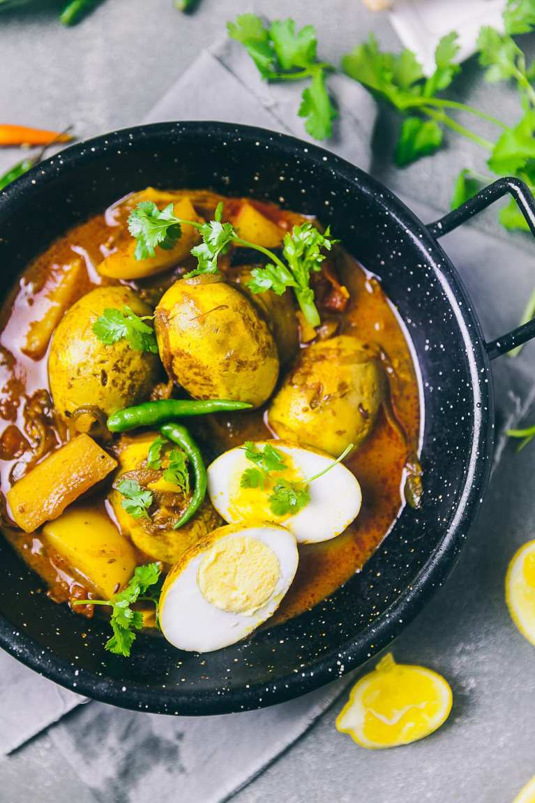 Dimer Dalna (Bengali Egg Curry) 1