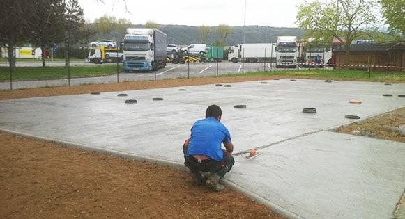 Contactez Playgones pour la creation de vos dalles beton pour terrain multisports