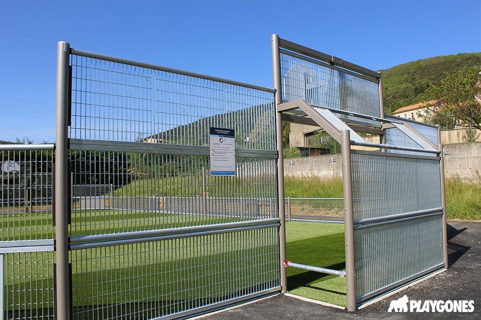 Focus sur les cages du terrain multisports de Saint Georges les Bains