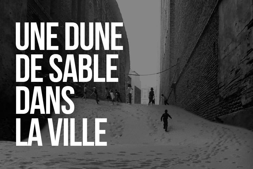 Une dune de sable dans la ville