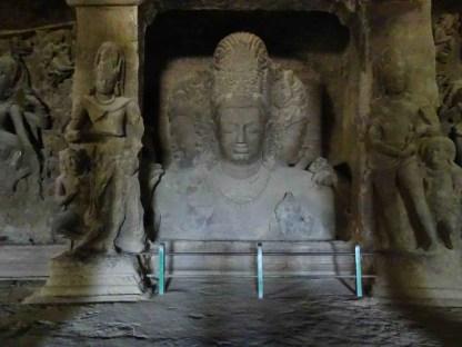 Une statue de shiva a elephanta island a Mumbai en Inde