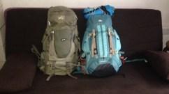 Photo de deux sacs à dos pour faire un voyage autour du monde.
