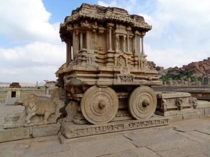 Le char en pierre a Hampi dans le karnataka en inde