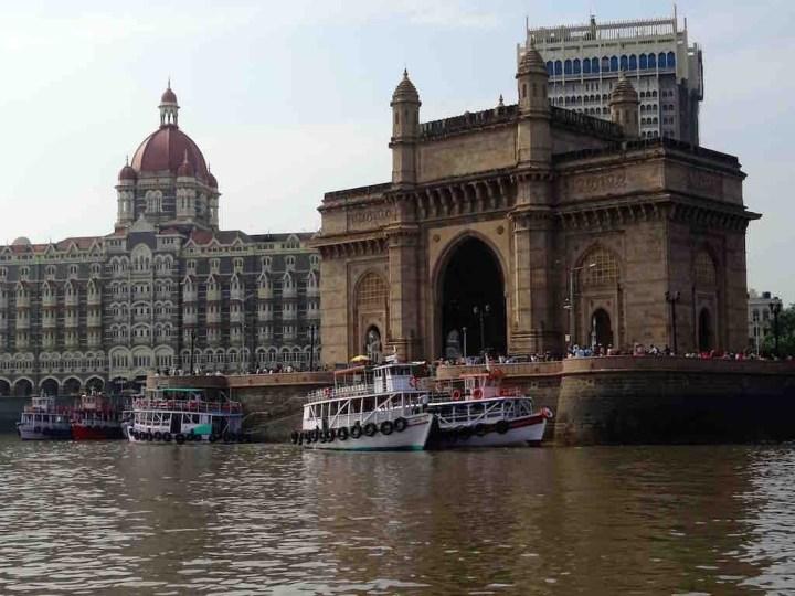 Le Gateway of India et le taj Mahal Hotel à Mumbai en Inde