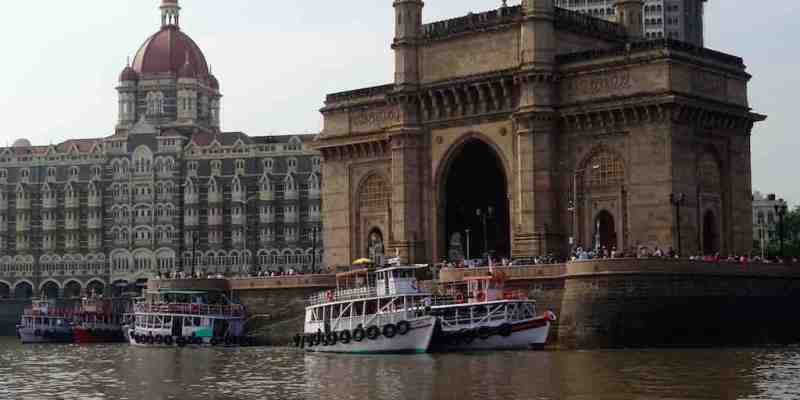 Le Gateway of India et le taj Mahal Hotel à Mumbai en Inde