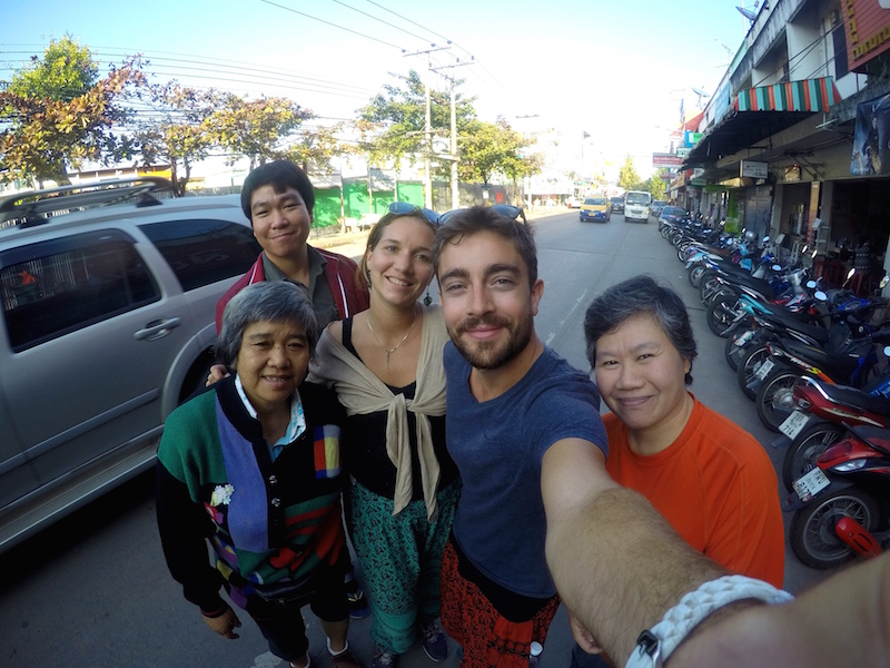 Des auto stoppeurs en voyage en thailande
