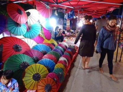 Le marche de nuit de luang prabang au laos