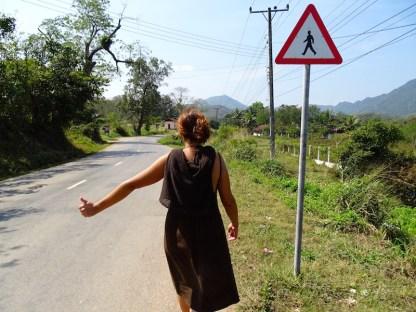 Une auto-stoppeuse au Laos