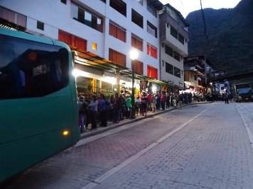 Il y a déjà la queue pour les bus