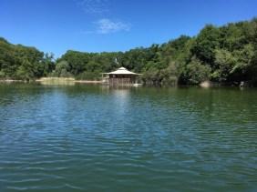 Une cabane sur le lac