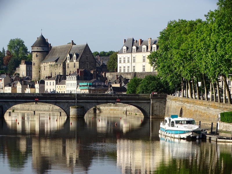 ©playingtheworld-mayenne-fleuve-bateau-laval (5)