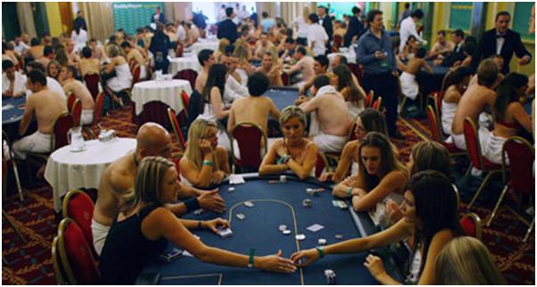 онлайн голый покер