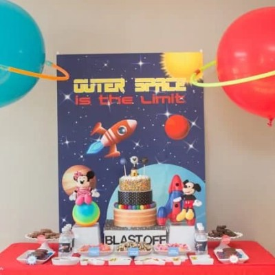 Outer Space Party Decorations: DIY Balloon Planets