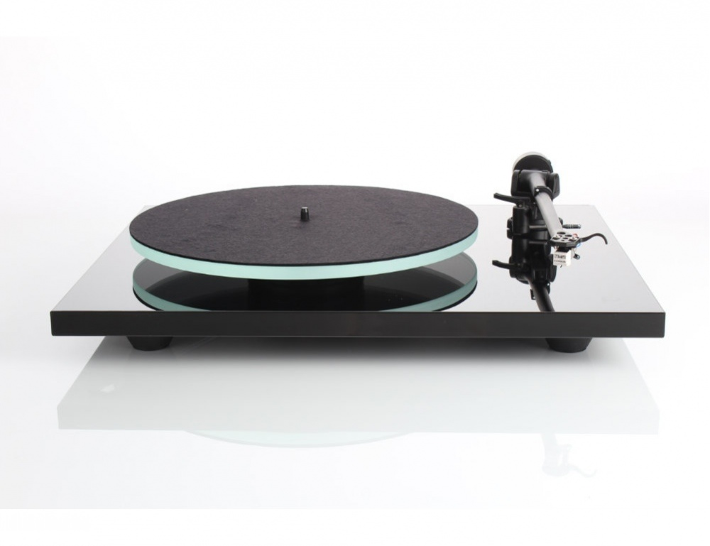 Rega Planar 2 Turntable with RB220 Arm and Carbon