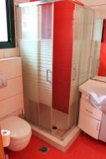 Plaza Palace Hotel deluxe triple room bathroom