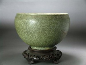 "Northern Song to Yuan ""Ge"" type celadon bowl"