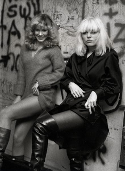 Debbie-Harry-mit-Super-Groupie-Sable-Starr.-Foto-Ron-Galella.-Aus-Disco-Years-erschienen-bei-powerHouse-Books