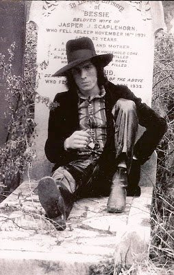 James on grave in UK 1972 (photo Byron Newman)