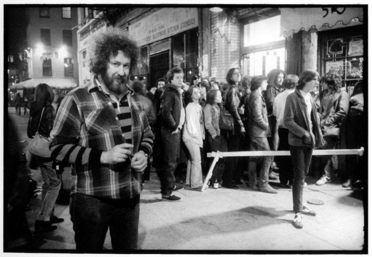 2-the-club_s-owner-hilly-kristal-stands-outside-among-the-crowd-waiting-to-get-in-1977