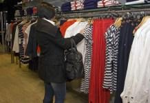 Mulher comprando