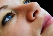 Close no rosto feminino