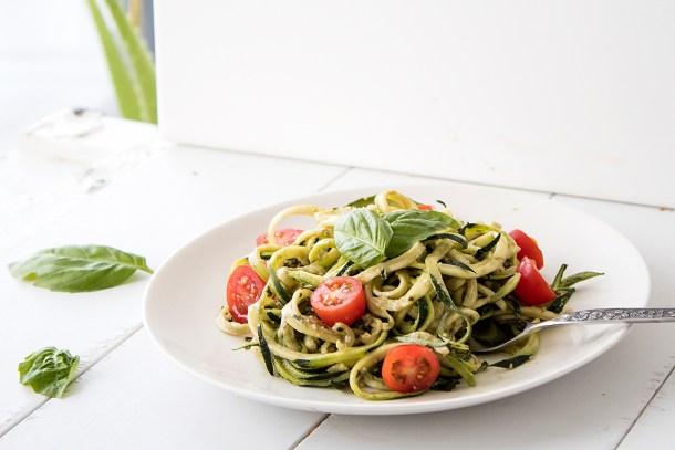 easy vegan pesto zoodles healthy
