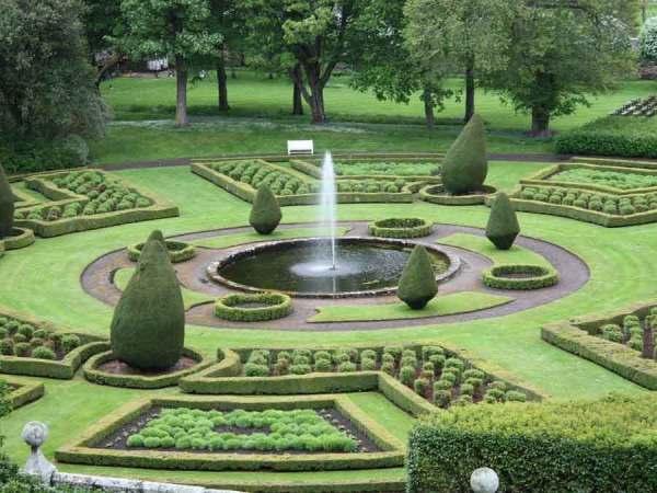 pleveys landscape gardeners & gardening