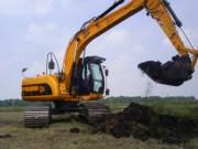 rupsgraafmachine 17 tonner loonbedrijf van den Berg in actie