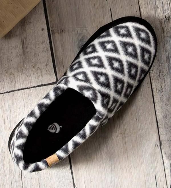 Acorn Women' Polar Moc Slippers - Black And Cream 6 -7 Plowhearth