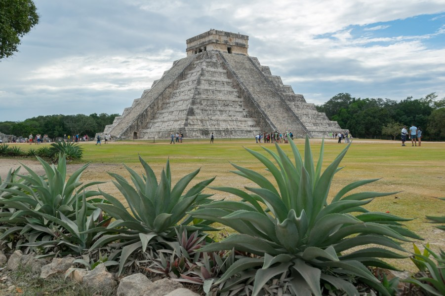 The famous pyramid of Chichen Itzà