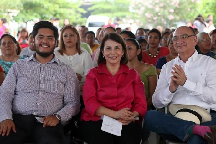 Asistieron la flautista Marisa Canales, director Benjamín Juárez Echenique, así como de Enrique Márquez, director de la Orquesta Filarmónica de Boca del Río