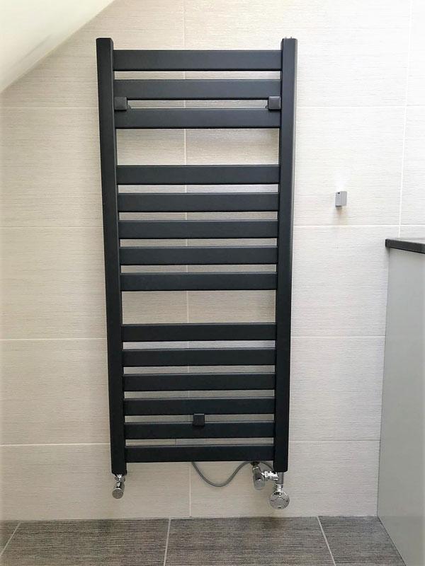 Plumbing_Solutions_Plus_Modern_towel_rail-Burnham