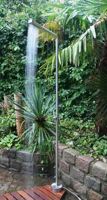 Outdoor cold water shower